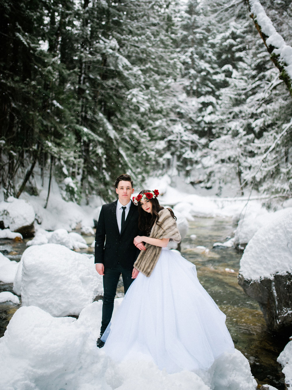 167-snowy-pnw-wedding-photo-near-franklin-falls-by-seattle-photographer-ryan-flynn.jpg
