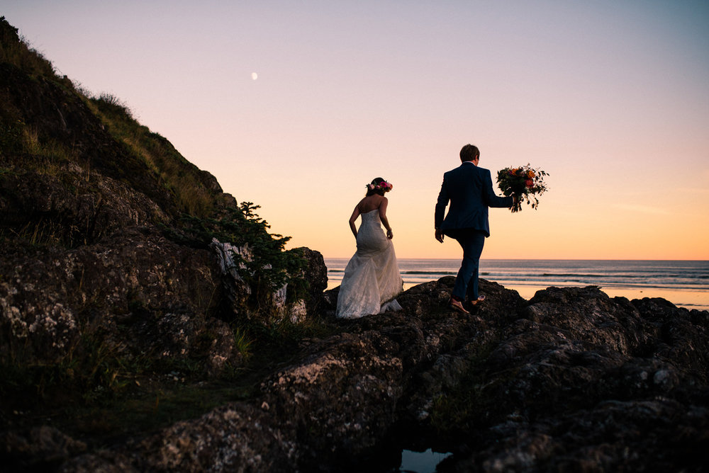 178-wickaninnish-inn-sunset-in-tofino-bc-by-best-northwest-elopement-photographer-ryan-flynn.jpg