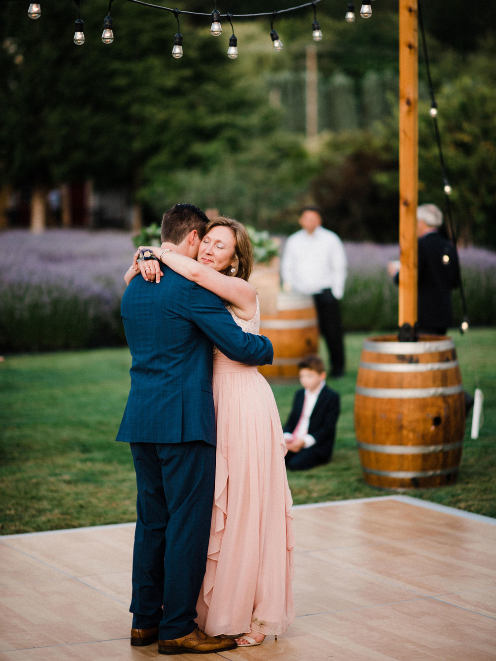 083-woodinville-lavendar-farm-wedding-with-golden-glowy-photos.jpg