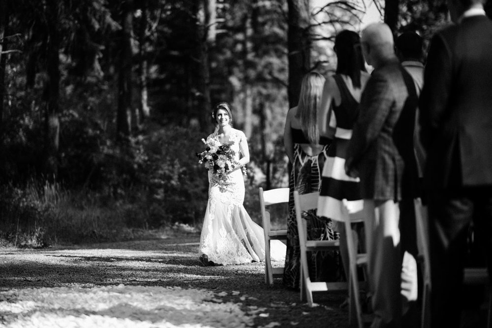 271-bright-coral-wedding-with-sinclair-and-moore-at-suncadia-resort.jpg