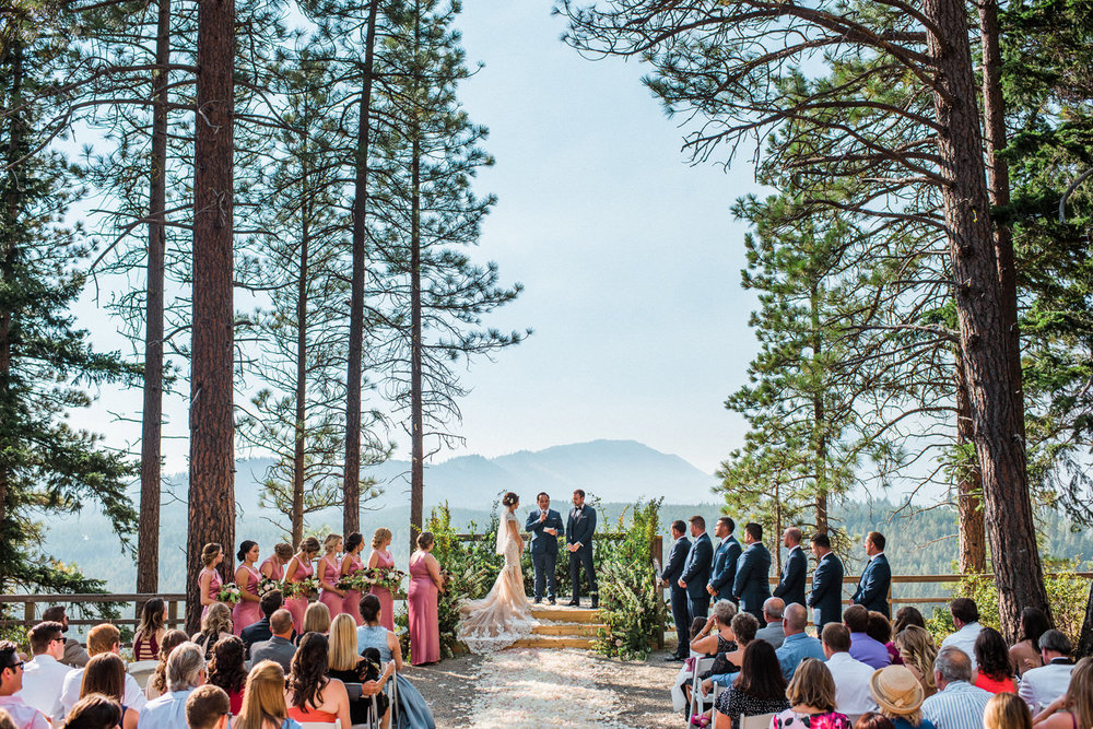 276-bright-coral-wedding-with-sinclair-and-moore-at-suncadia-resort.jpg