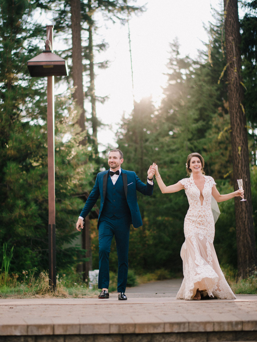 290-bright-coral-wedding-with-sinclair-and-moore-at-suncadia-resort.jpg
