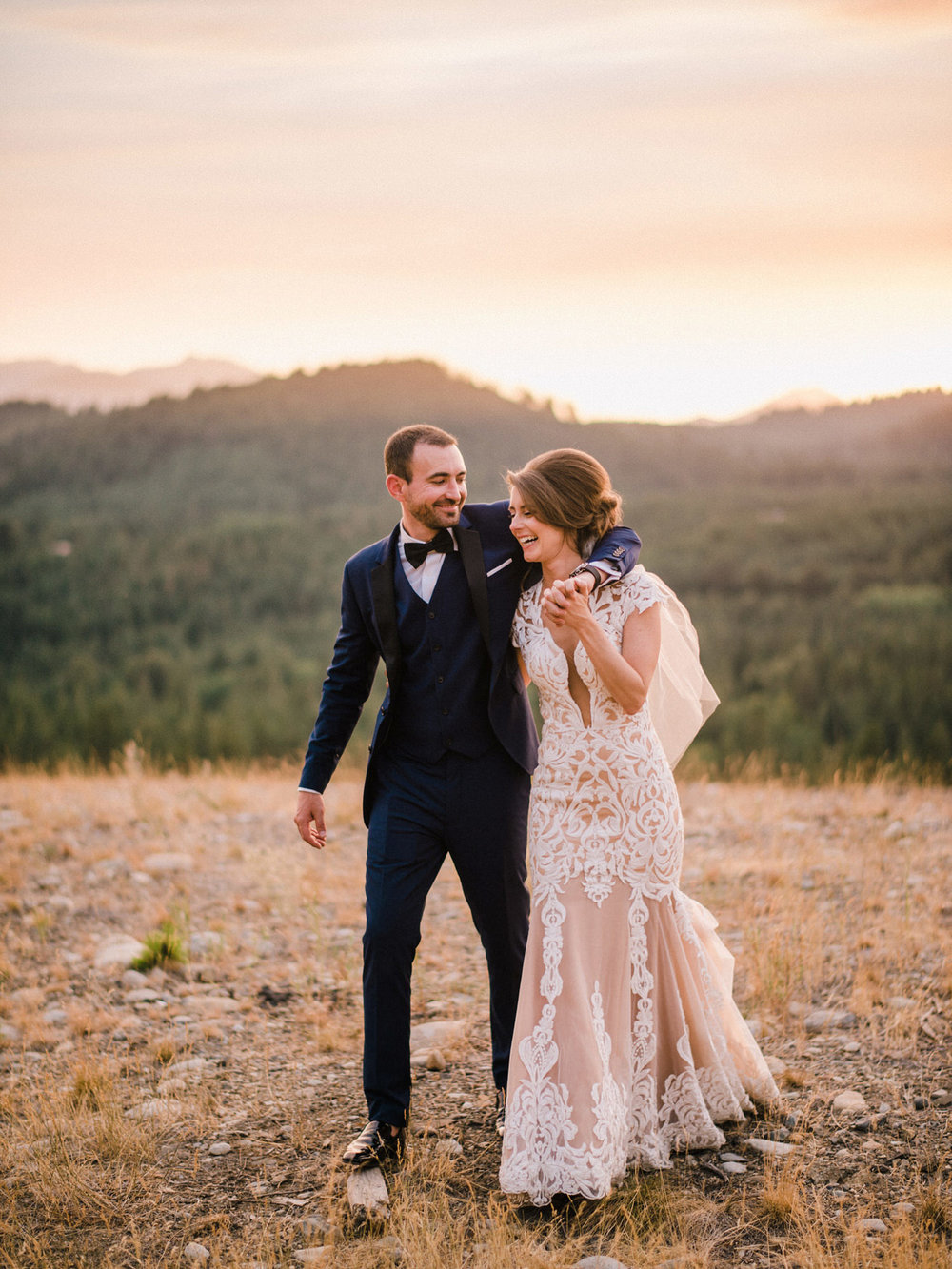 299-bright-coral-wedding-with-sinclair-and-moore-at-suncadia-resort.jpg