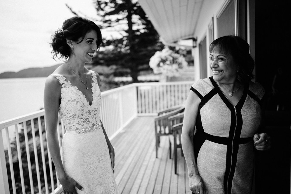 15_mariannedrew-slideshow-00037_Ready_bride_getting_mother.jpg
