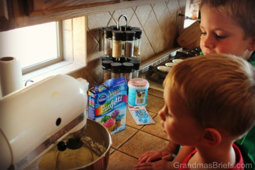 kids watching ingredients mix