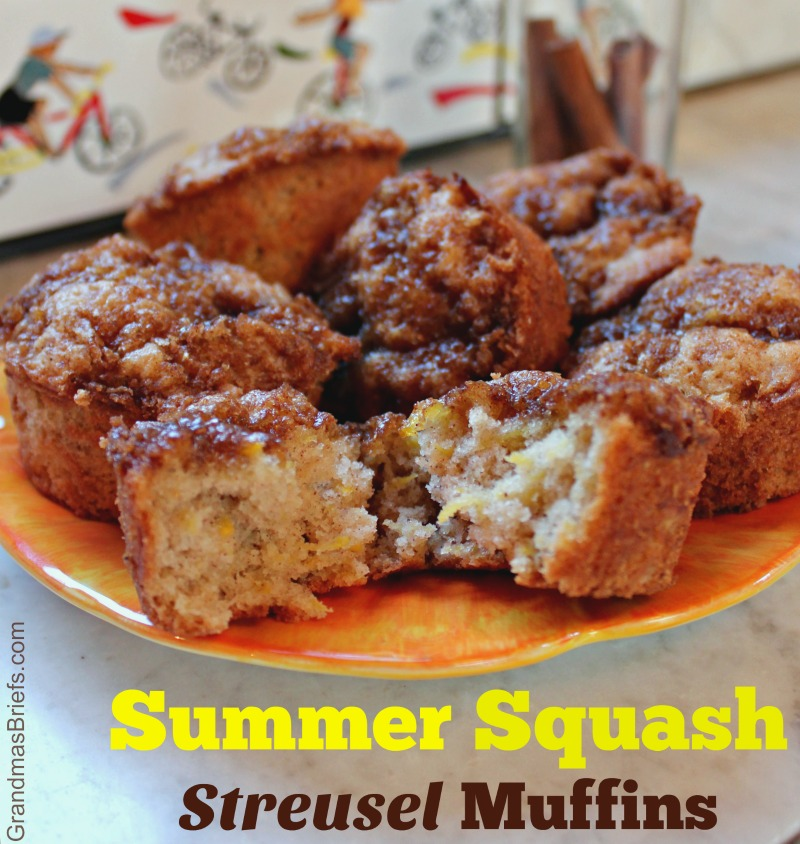 summer squash streusel muffins