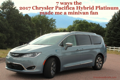 2017 Chrysler Pacifica Hybrid Platinum main.JPG