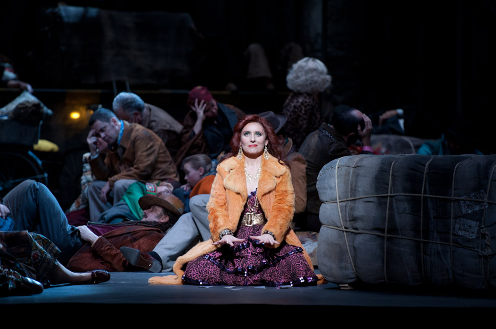 Currently performing in CARMEN with Opéra national de Paris Dec 2012