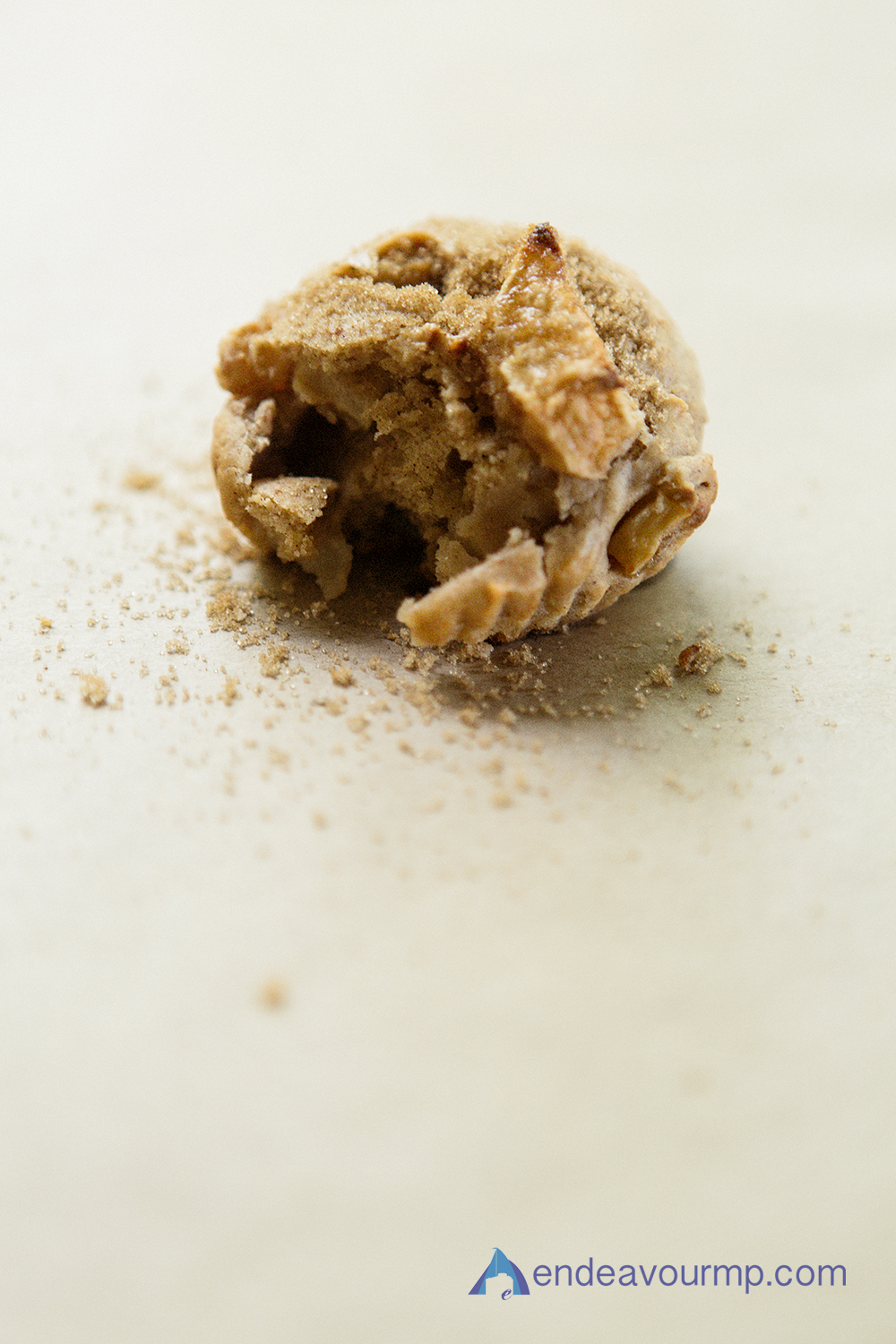 EMP_Food_applemuffin_011.jpg