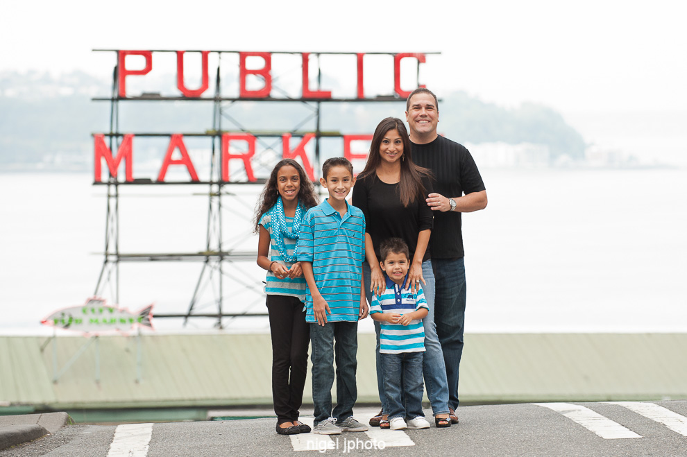 seattle-family-photography-pike-place-public-market-sign.jpg