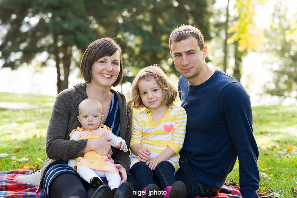 young-family-of-four-greenlake-seattle-family-photography.jpg