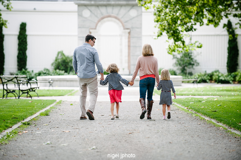 family-photos-seattle-eastside-greenlake-holding-hands.jpg