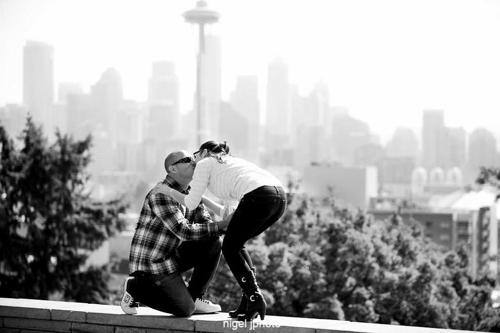 engagement-kerry-park-seattle-space-needle-down-on-knee-2.jpg