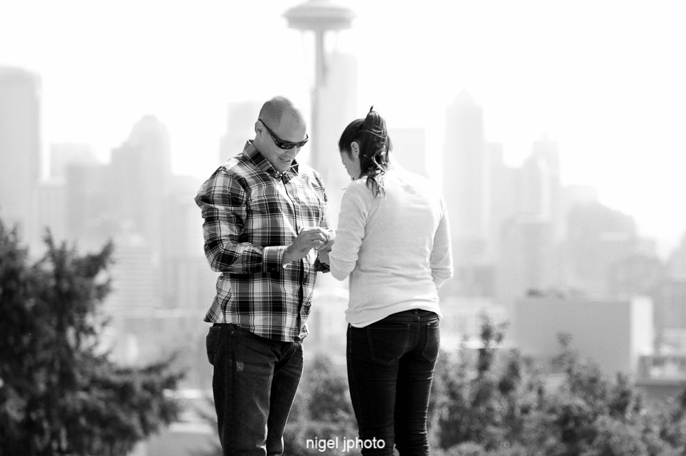 engagement-kerry-park-seattle-space-needle-putting-on-ring-3.jpg
