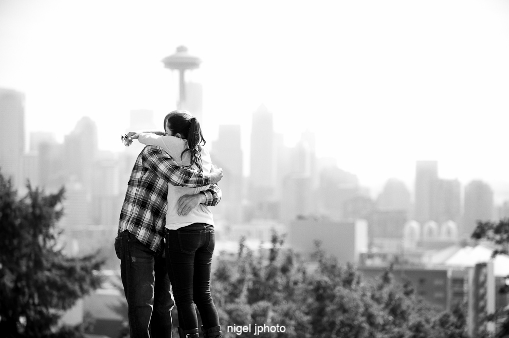 engagement-kerry-park-seattle-space-needle-down-hugging-4.jpg