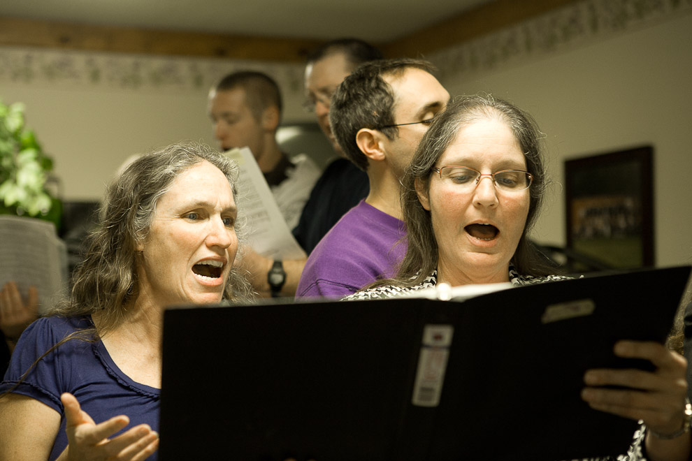 shirley-phelps-margie-phelps-singing-westboro-church--copyright-nigel-euling.jpg