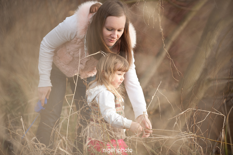 candid-portrait-young-mother-playing-with-3-year-old-daughter-seattle.jpg