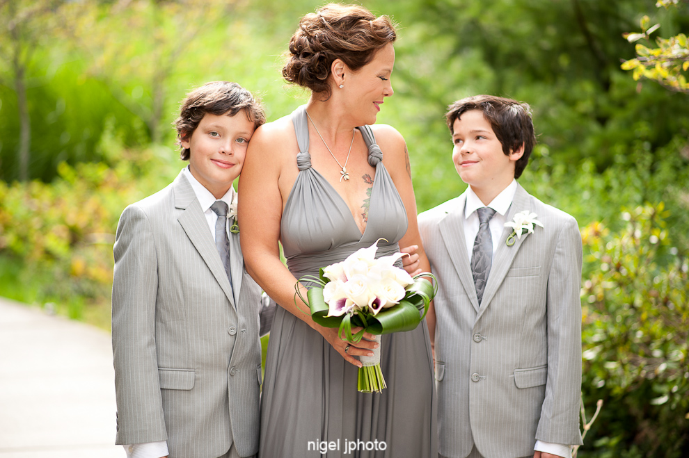 bride-with-twin-sons-candid-seattle.jpg