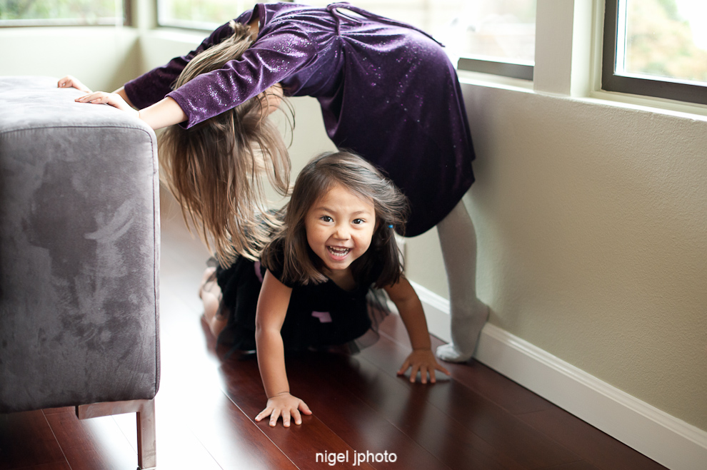 two-young-sisters-playing-seattle-family-photos.jpg
