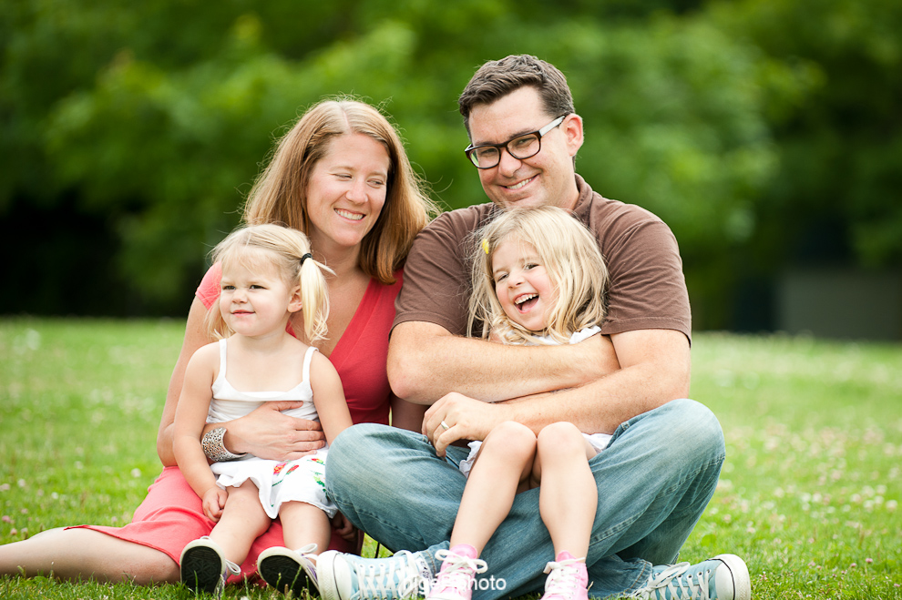 young-family-of-four-two-young-girls-seattle-portrait.jpg