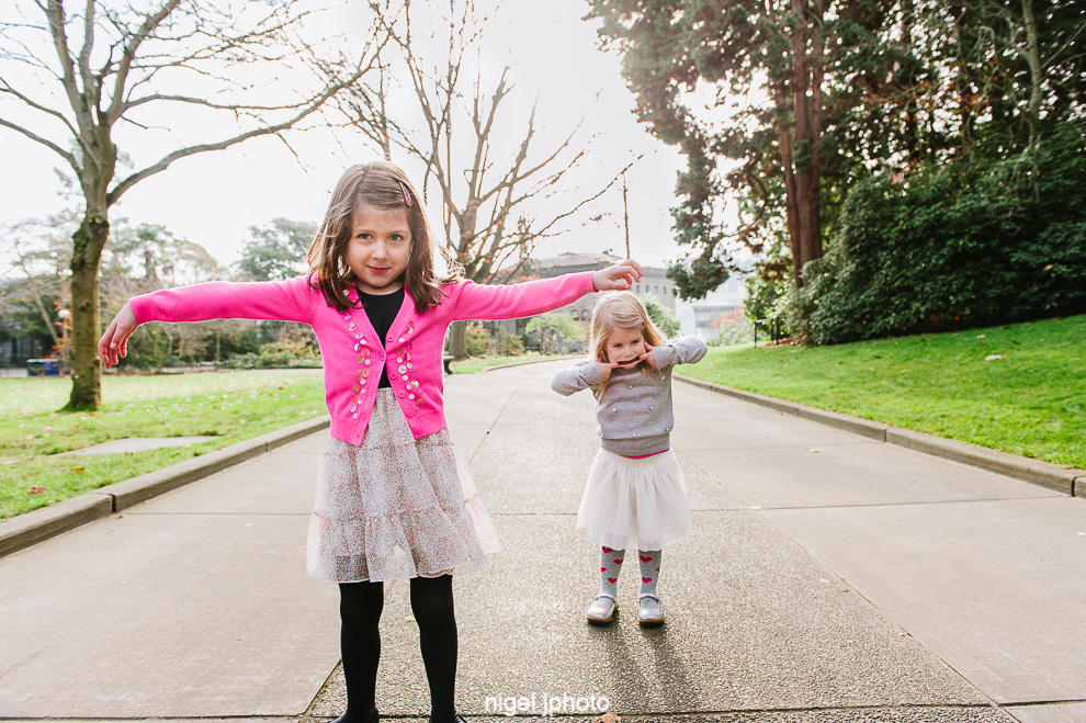young-sisters-goofy-seattle-eastside-family-photos..jpg