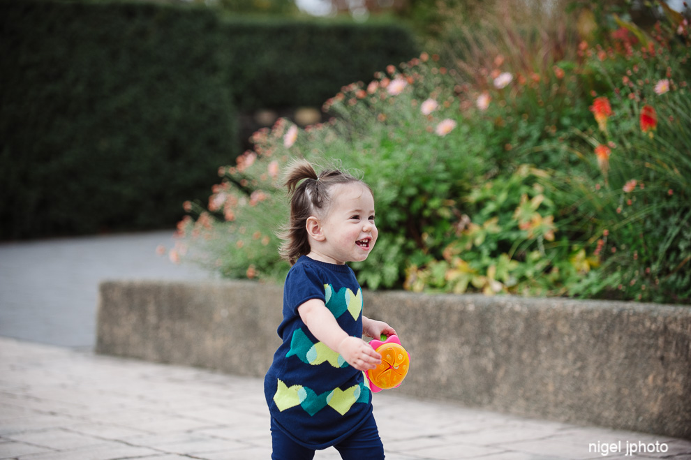 little-girl-running-seattle-family-photos.jpg