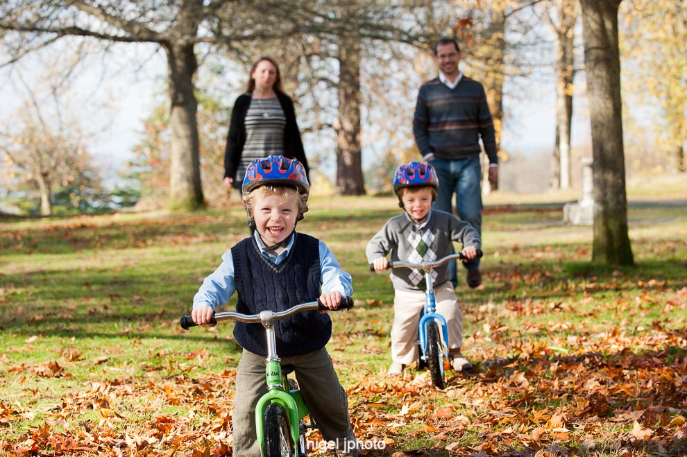 twin-boys-bikes-seattle-family-photography.jpg