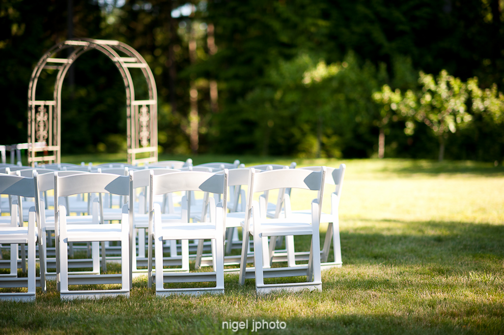 wedding-ceremony-empty-white-chairs-on-grass-seattle.jpg