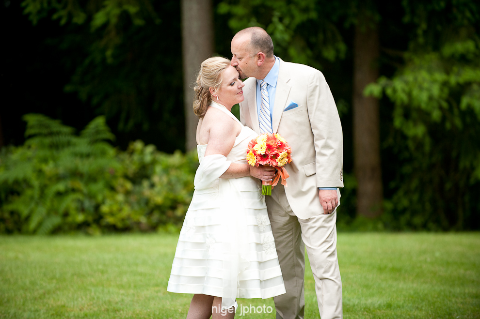 portrait-wedding-couple-green-grass-seattle.jpg