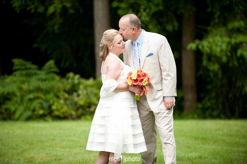 portrait-wedding-couple-green-grass-seattle.jpg