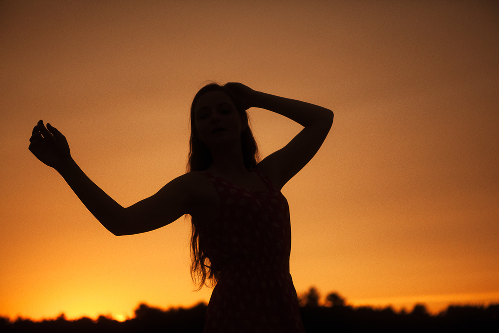 ryanrichardsonphotography - model in field at sunset