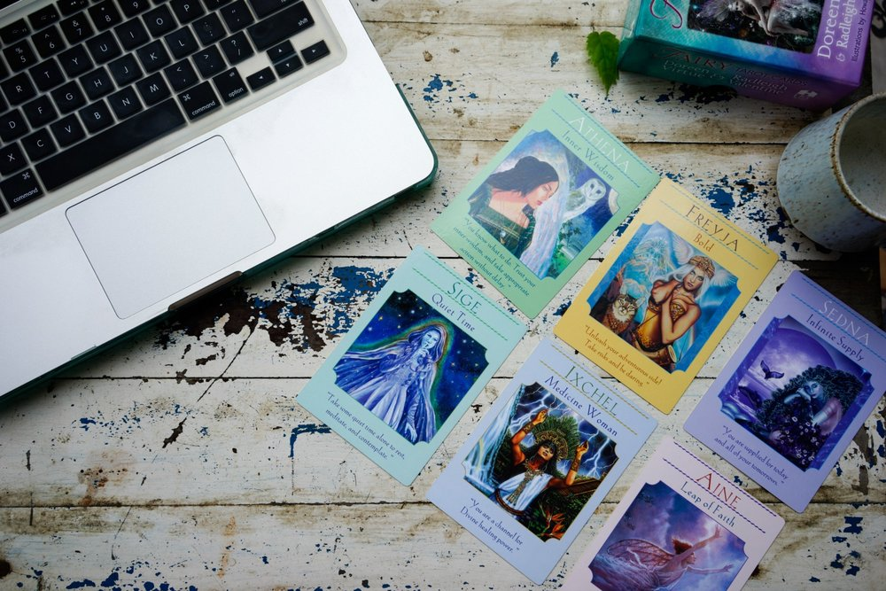 gain clarity, confidence, and feel good moving forward now. - angel tarot reading
