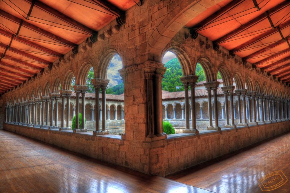 Cloister_Monastery_Santa_Maria_de_Ripoll_Ripolles_Spain.jpg