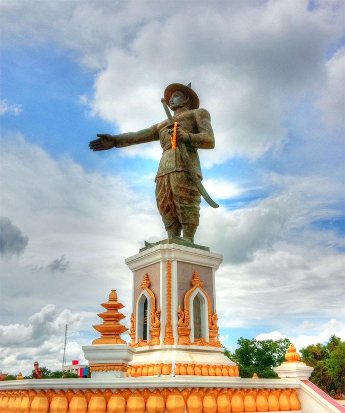 Tượng vua Anouvong của vương quốc Viêng Chăn - A Nỗ Chao Anouvong ເຈົ້າອານຸວົງສ໌ เจ้าอนุวงศ์  Xaiya Setthathirath V