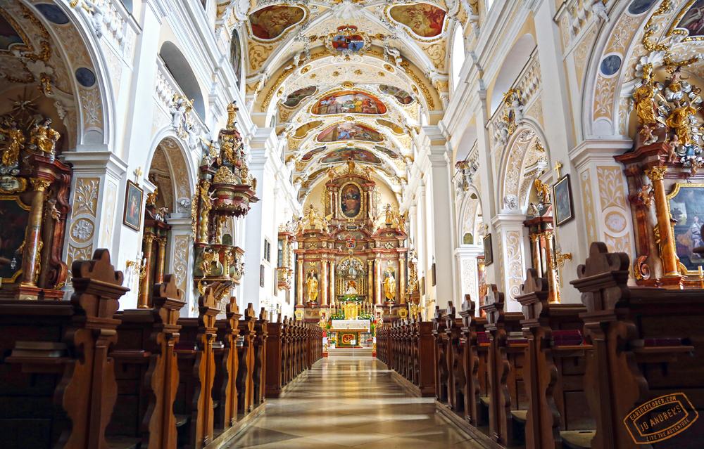Inside_Basilika_Frauenkirchen_.jpg