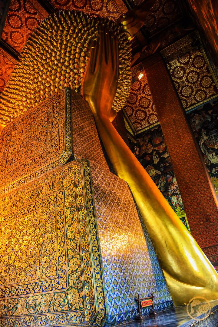 Reclining Buddha Wat Pho Bangkok 7.jpg