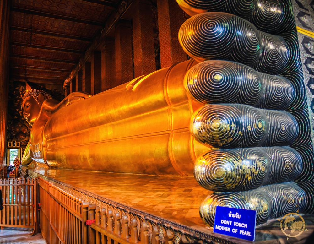Reclining Buddha Wat Pho Bangkok 6.jpg
