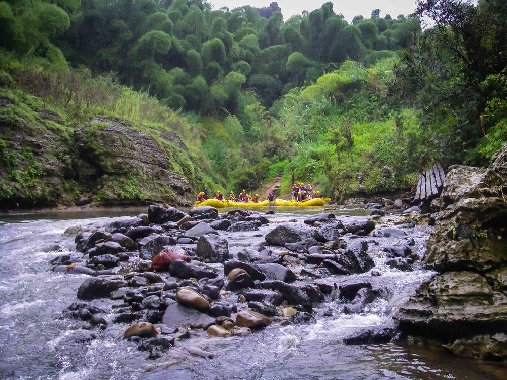 Rafting_Fiji.jpg