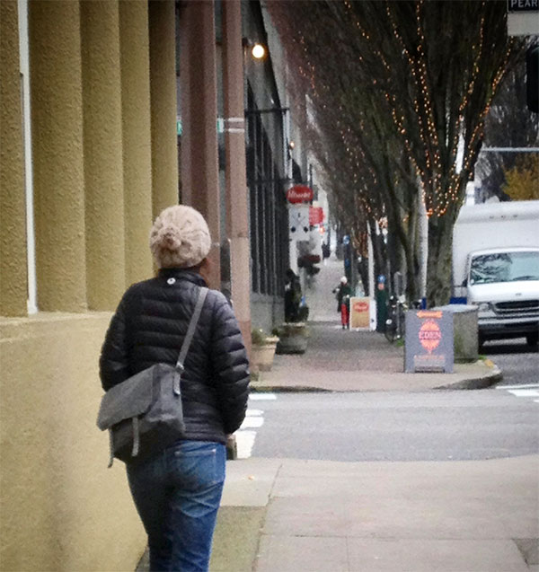 walking-in-downtown-Portland-Oregon-Pearl-District