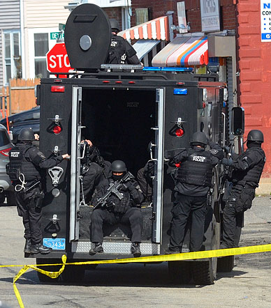 A SWAT team moves into position while searching for the 2nd marathon bombing suspect in Watertown, MA.