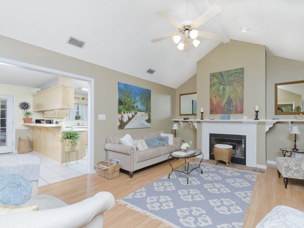 Living Room  Entry_RLT0513.jpg