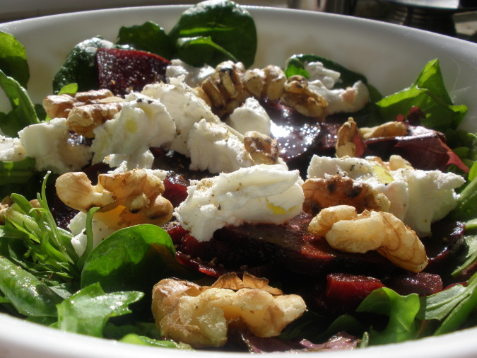 Spinach Salad with Beets, Walnuts, and Goat Cheese — Papawow