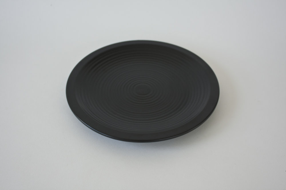 251. black ribbed plate | 8.75""