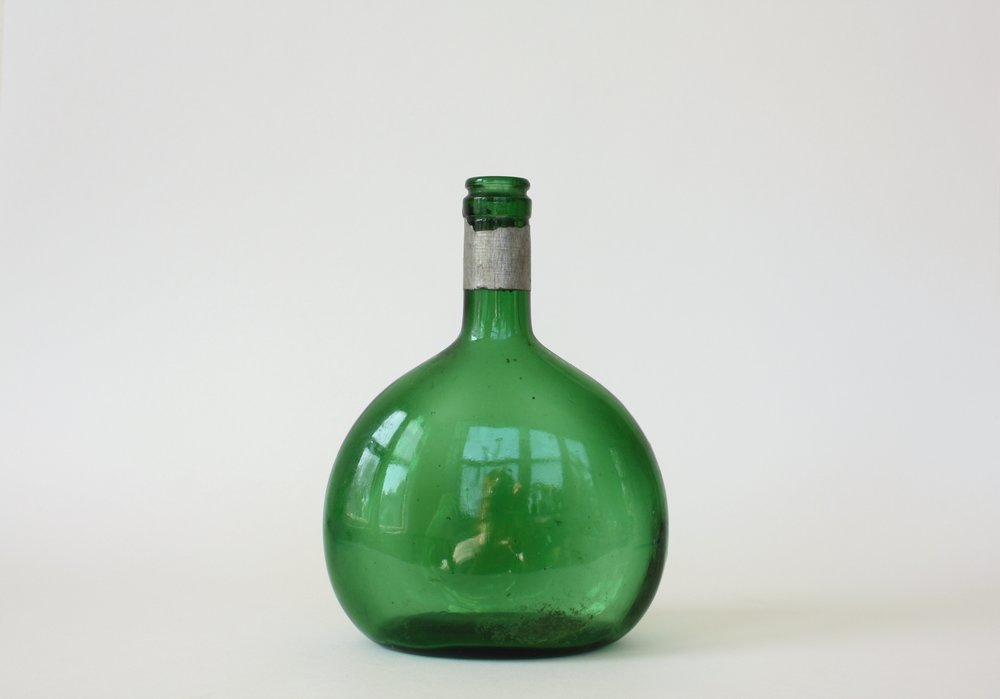 186. green wine vessel | 8"