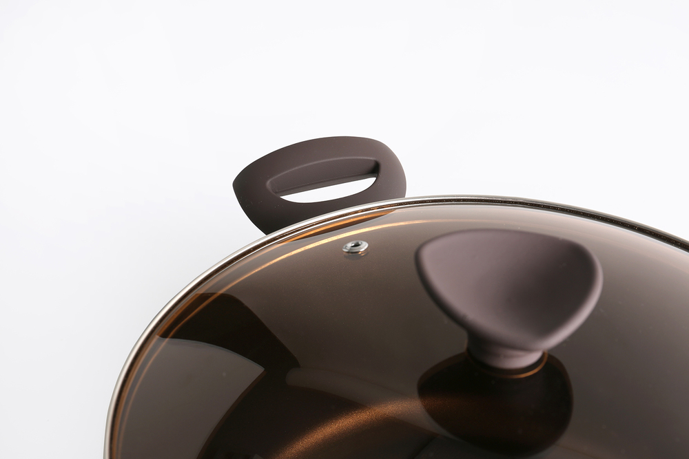 Glass lids and bakelite accessories detail.