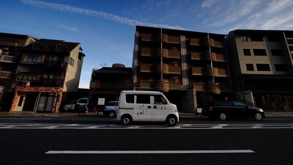 日本到處都是這樣的小車,看起來像卡通車醬。