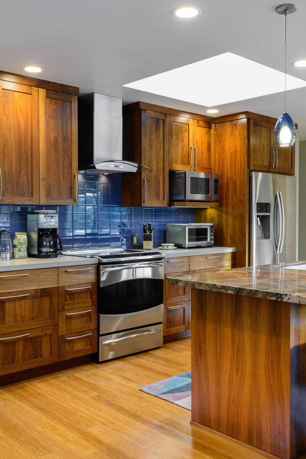 Contemporary kitchen lighting: skylights, pendants lights, LED recessed lighting and under cabinet lighting