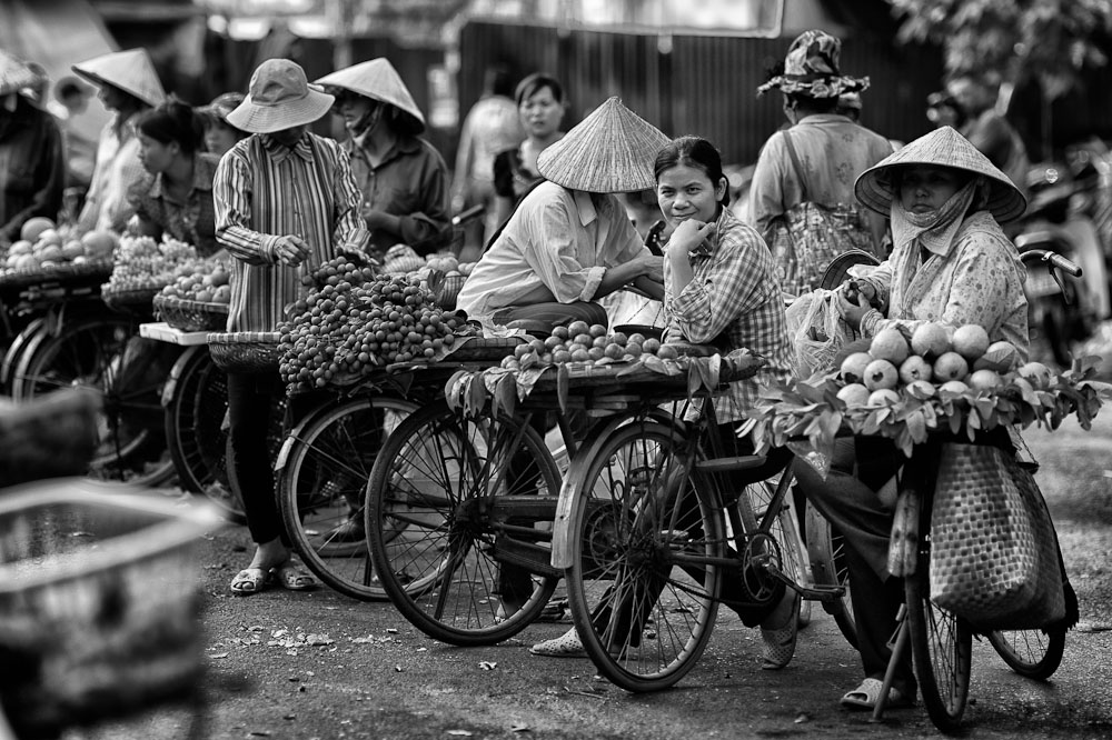 fruit sellers behind the Dong Xuan market in Hanoi