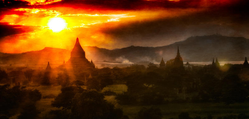 Sun set over Bagans plane