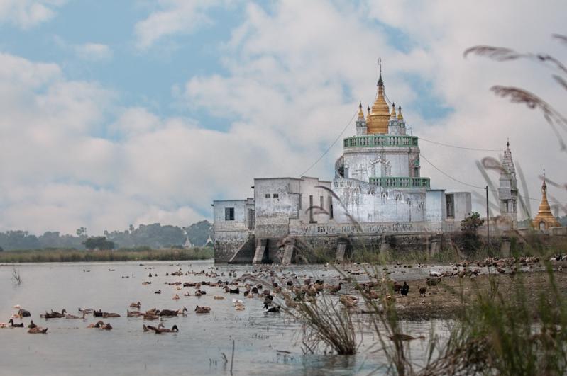 Pagoda near U Bein bridge